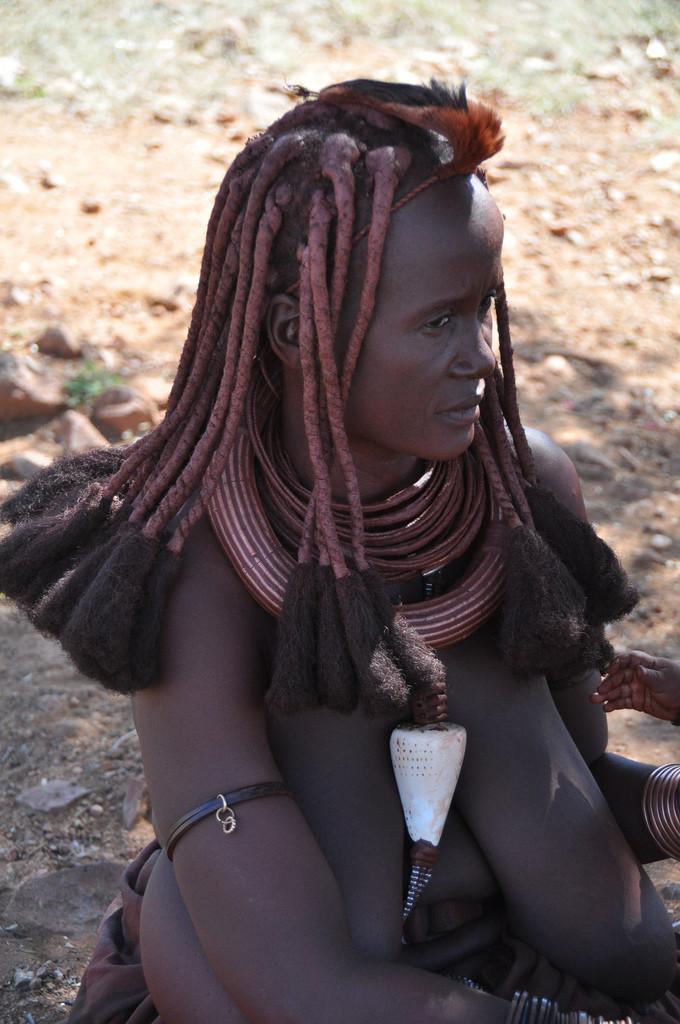 Реальная негритяночка с гигантской обвисшими титьками из Намибии