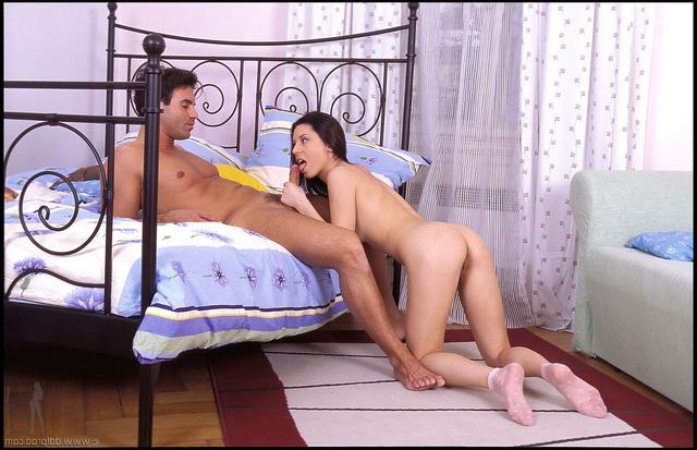 Мужик хорошо оприходовал молодую куколку секс фото