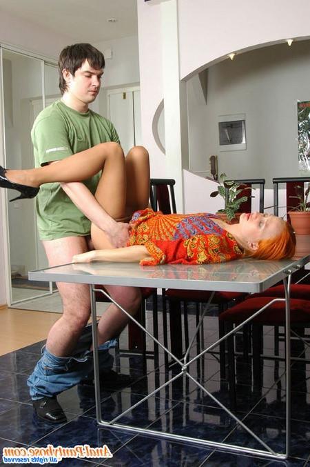 Подросток подсмотрел за онанирующей телкой и отдрюкал ее
