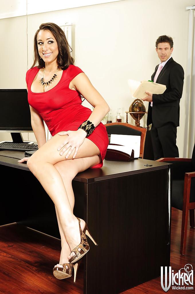 Помошница поеблась с боссом в его кабинете ххх фото