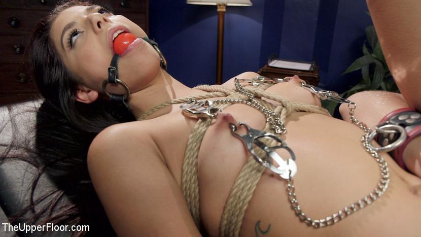 Рамон Монар ебет при секретарше свою служанку, но при этом мечтает отодрать и ее