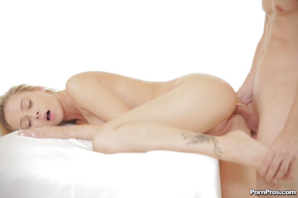 Naomi Vevena перепихнулась с супругом на кровати