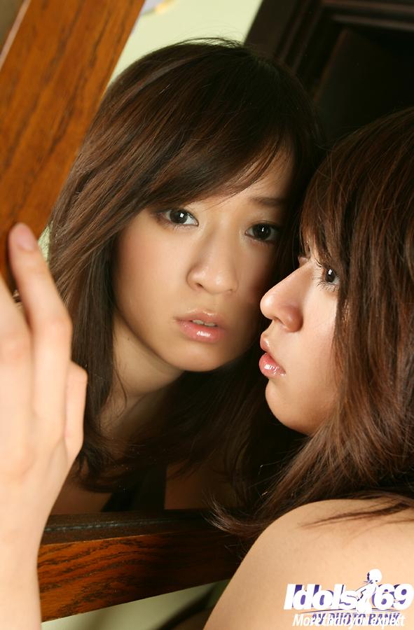Китаянке Risa Misaki не скучно в своей кроватке