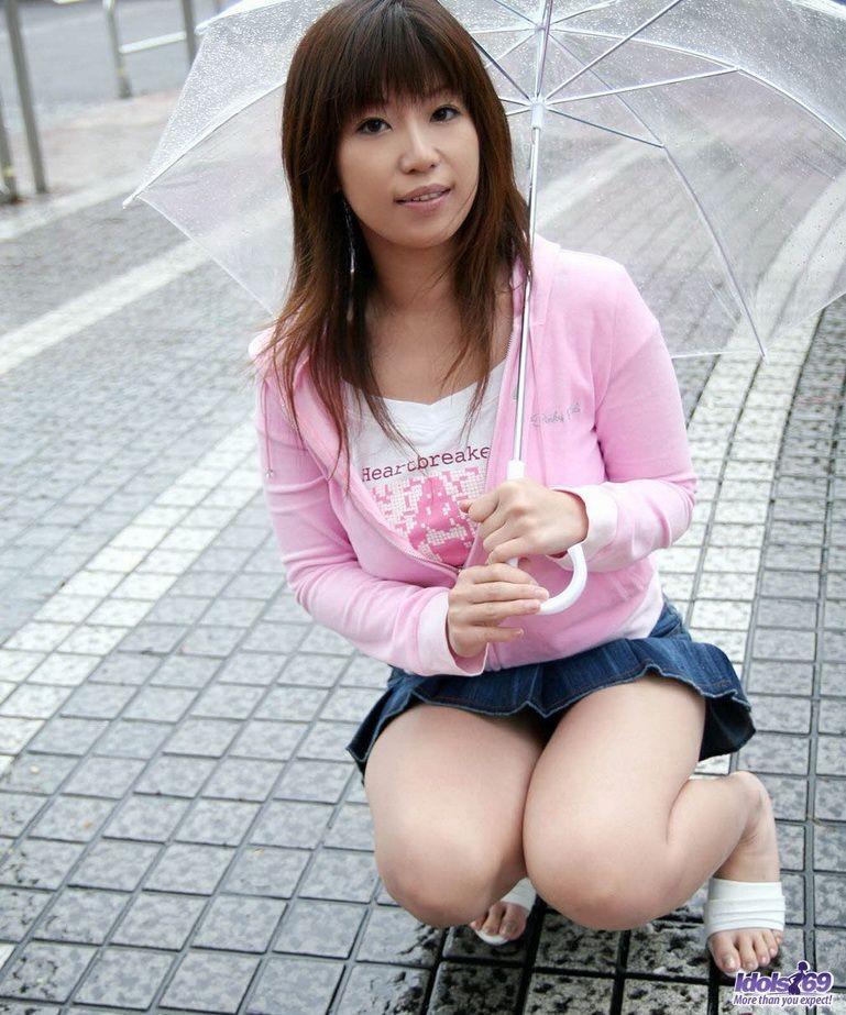 Титькастая японка соблазняет своим легким фотосетом