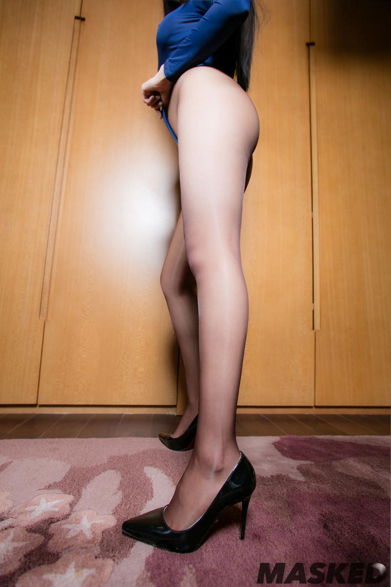 Худые ножки японки в колготках