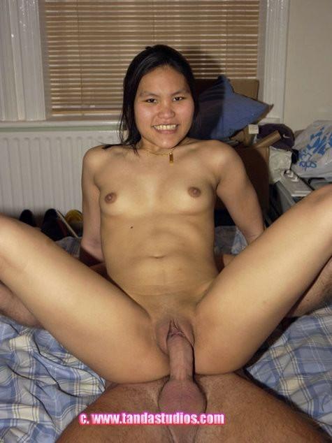 Азиатка Сэмми радостно занимается сексом