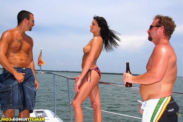 Трисомчик на яхте