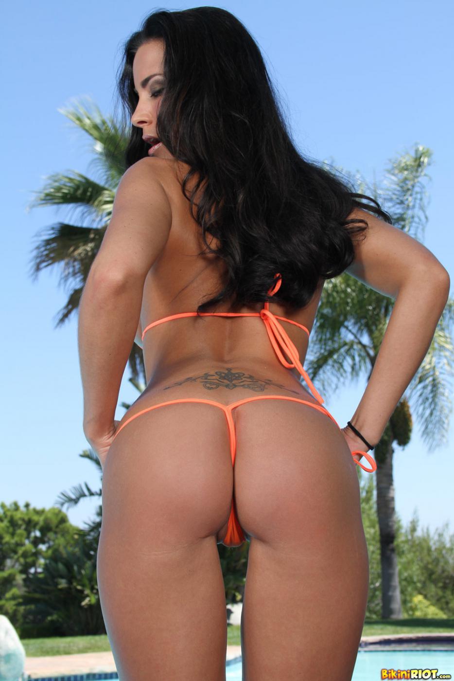 Пышногрудая Laura Lee в бикини очень тебе понравится