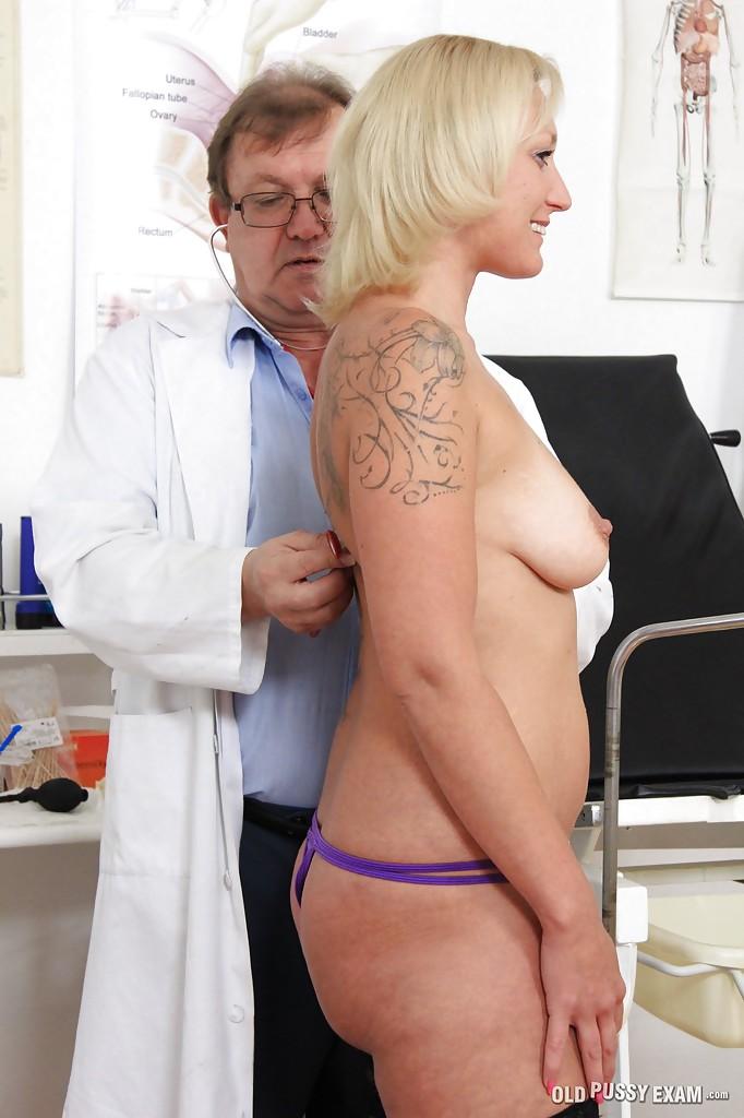 Сорокалетняя тёлка на приеме у гинеколога