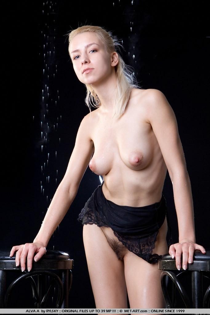 Небритая пися и мокрая срака 18-летней актрисы