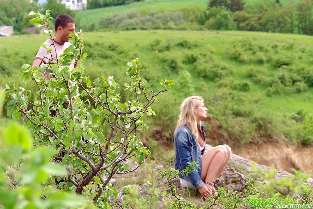 Ебля с блондинкой на природе