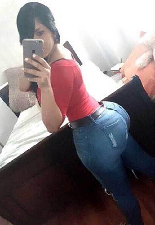 Американки с большими сраками фотографируют себя перед зеркалом