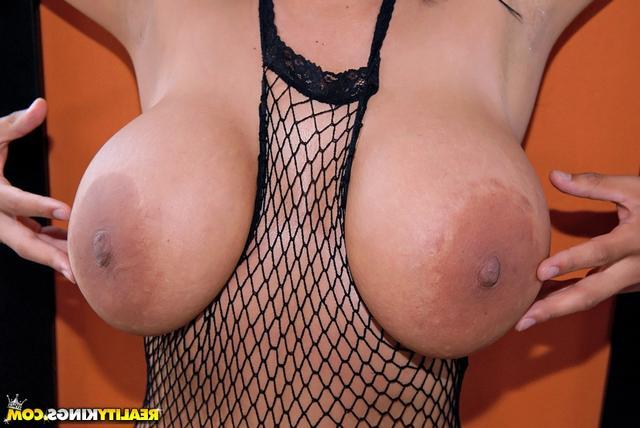 Гигантская латинская грудь