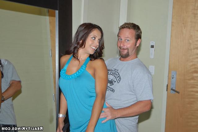Раздвинула мужа на дорогое платье
