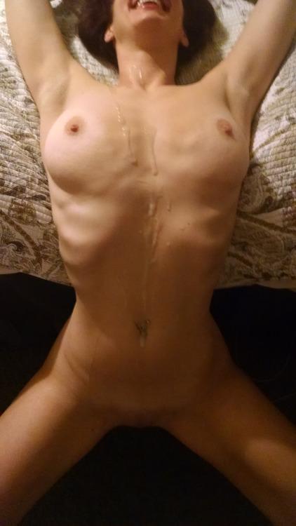 Возбуждающая сперма растекается по телам трахнутых баб