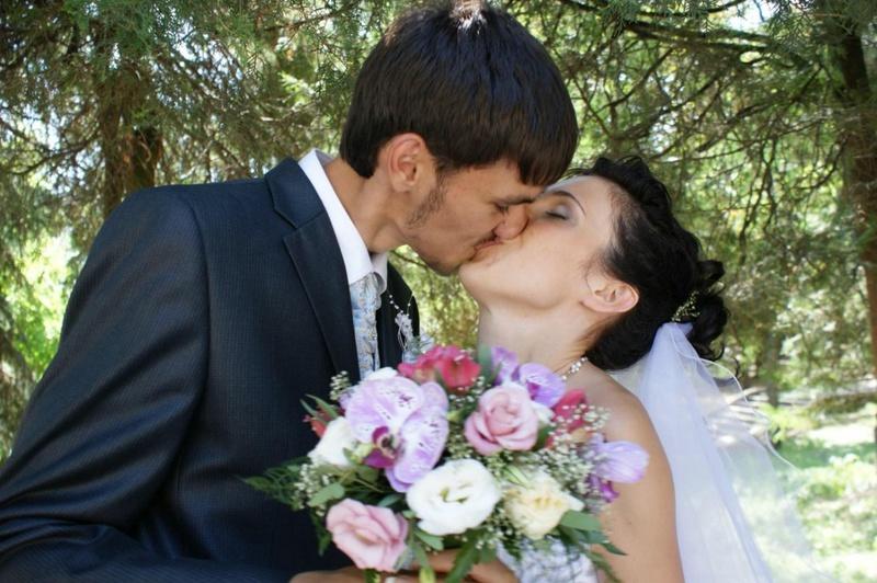 18-летняя женушка обнажает киску супругу в медовый месяц