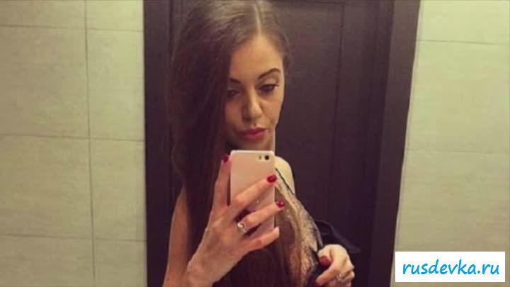 Обнаженная Ольги Рапунцель выставила напоказ дойки