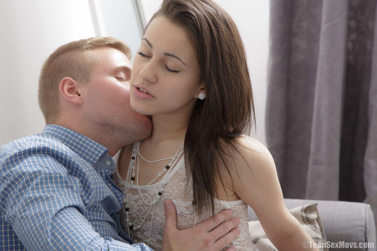 Секс в кабинете психолога возвратил в отношения парочки былую страсть
