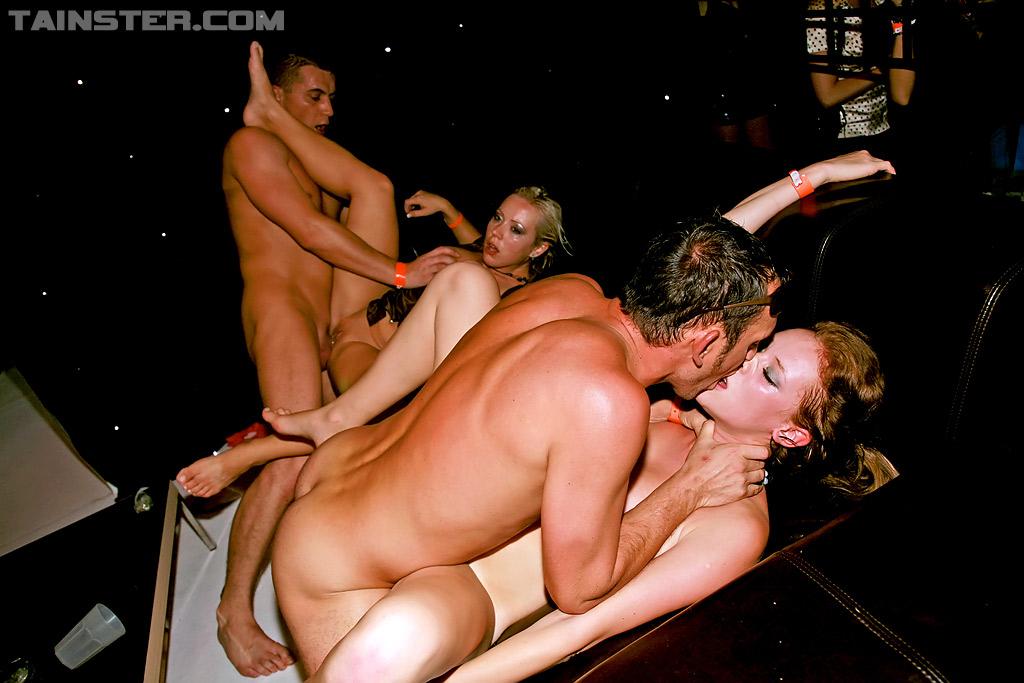 Вечеринка в клубе закончилась пьяной оргией