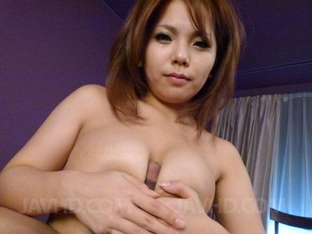 В пилотку восхитительной азиатской тёти парнишка засовывает маленький хрен