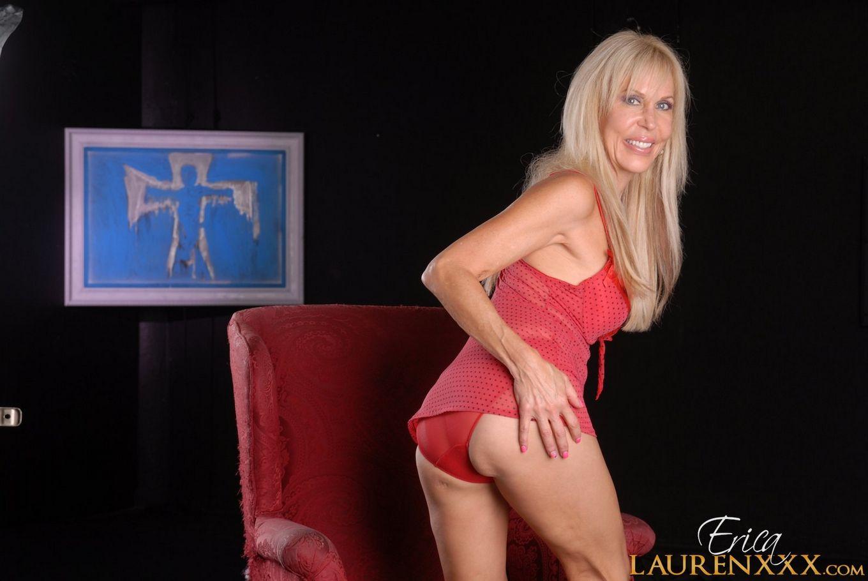 Матерая светлая порноактриса выглядит просто откровенно для своих лет – в этом можно легко убедиться с помощью фото