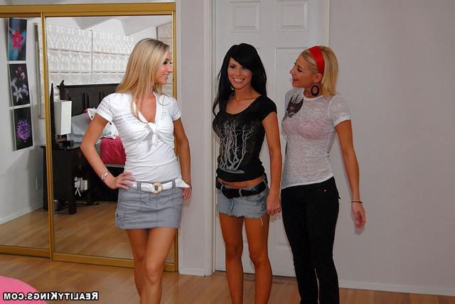 Троица лесби девушек