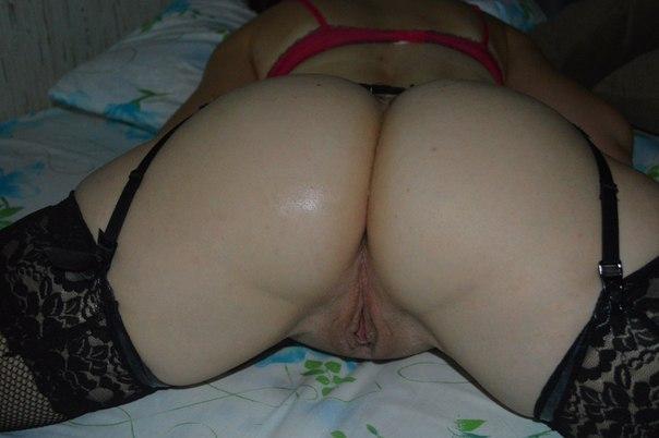 Русские дамочки не стесняются показать большие задницы