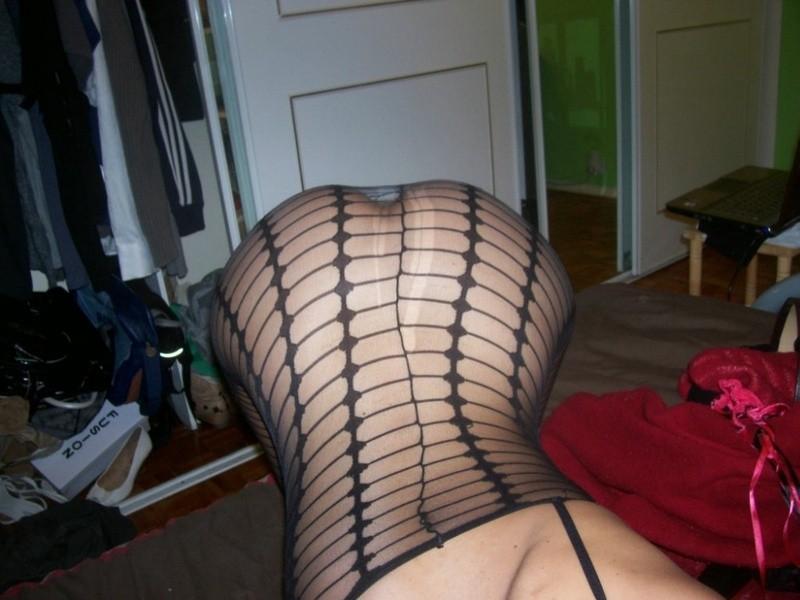 Армянка с прелестной задницей в красивом белье с дыркой между ног