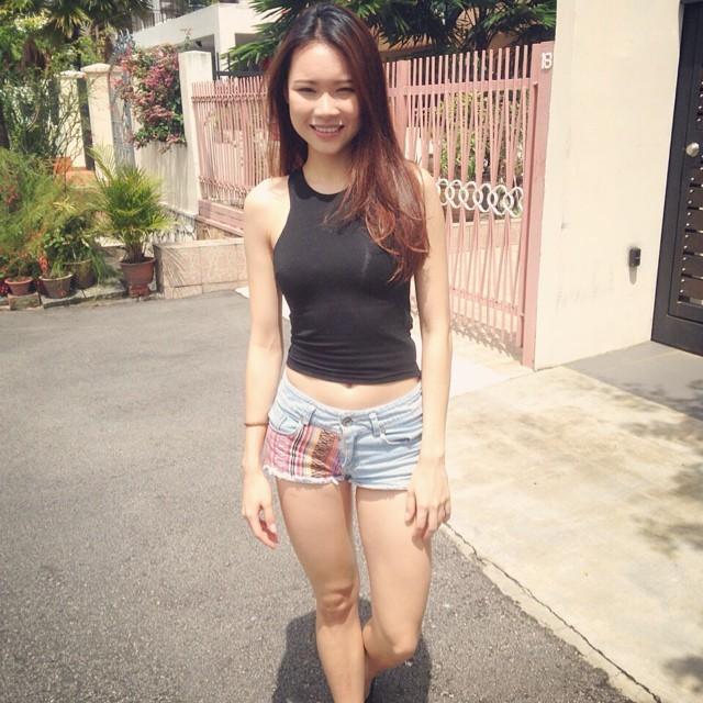 Выеб в пизду юную девку из Сингапура