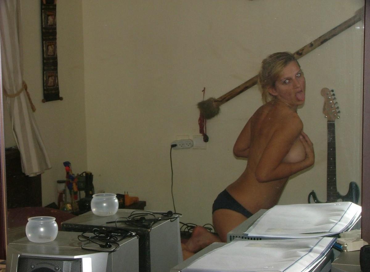 В вагинальную дырочку сиськастой блондинки вставили хрен