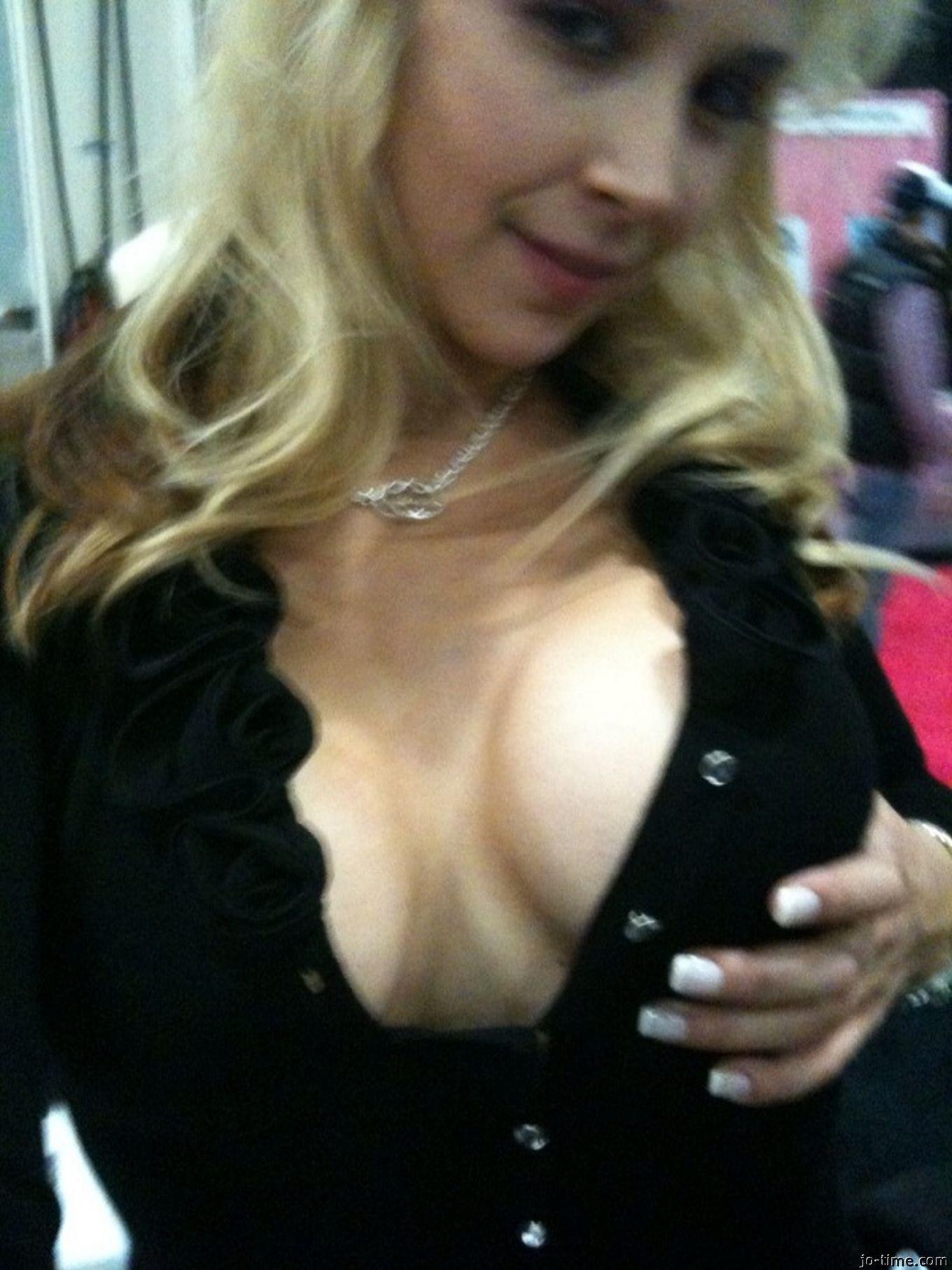 Матерая светлая порноактриса увеличила грудь
