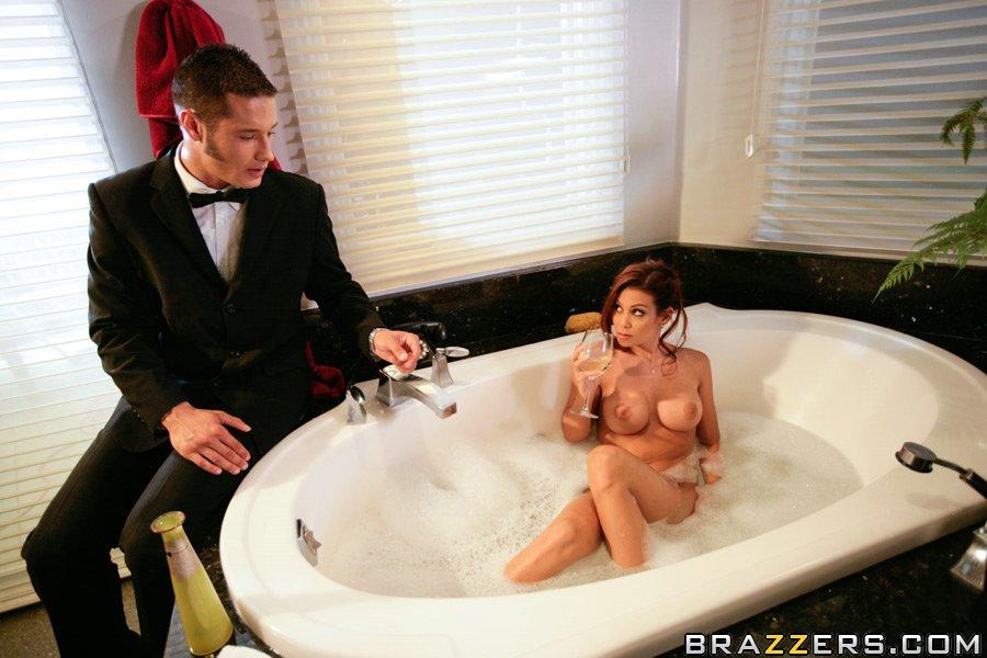 Ryder Skye и Angelina Valentine желают сосать и жарить крупный черный пенис