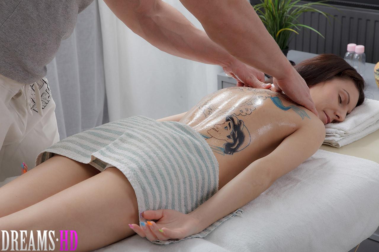 Секс со чистенькой чувихой на массаже