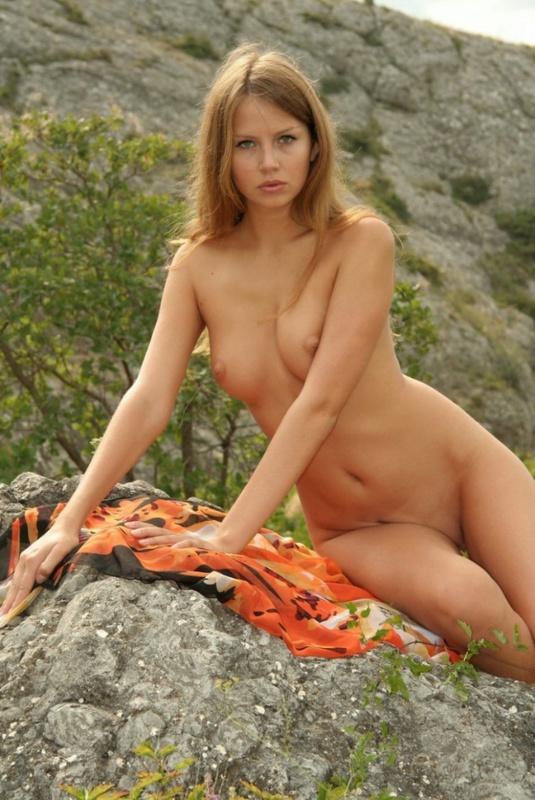 Залезла в горы и показала чистое туловище