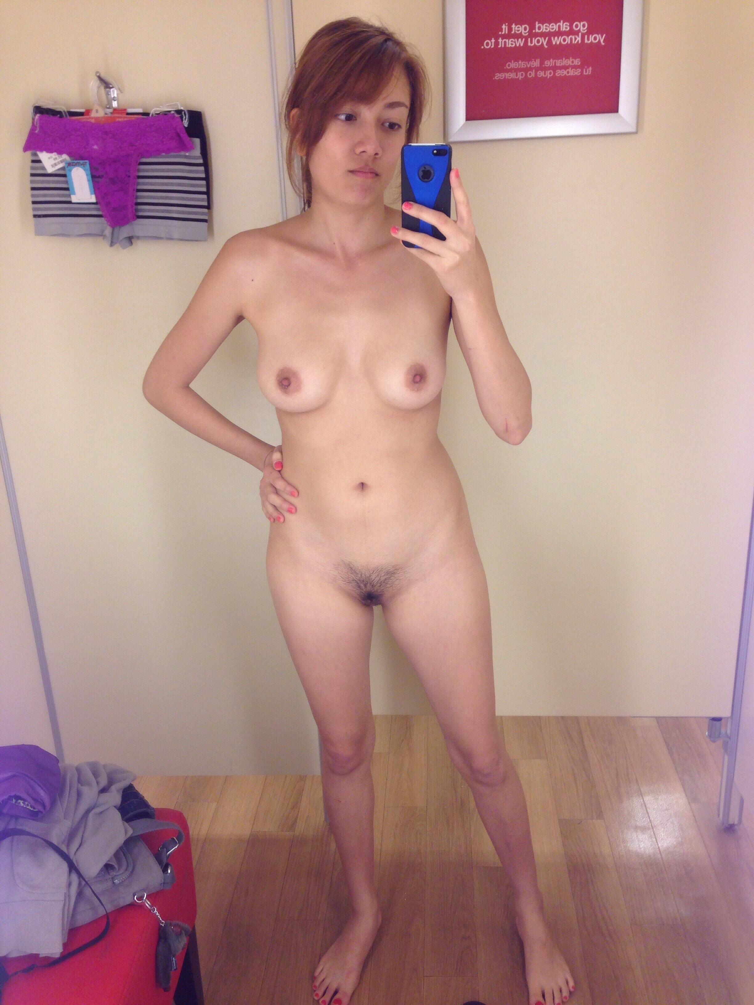 Худенькие девушки фотографируют свои тела перед зеркалом фото порно