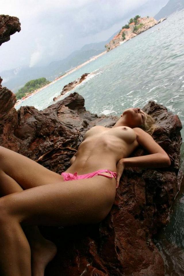 Прекрасная Настя с привлекательным телом порно фото
