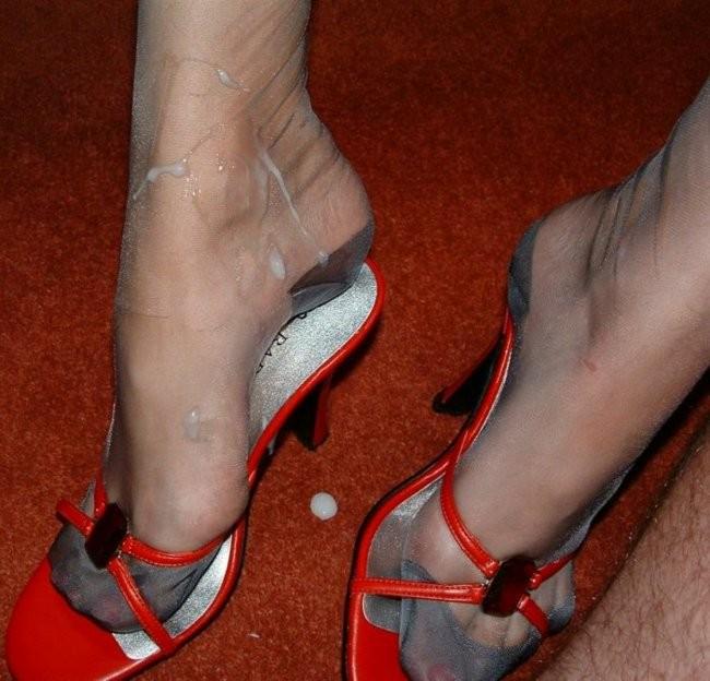 Сперма на ножках в обуви на каблуках - подборка 004