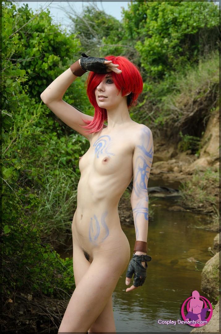 Красноволосая фурия и её киска