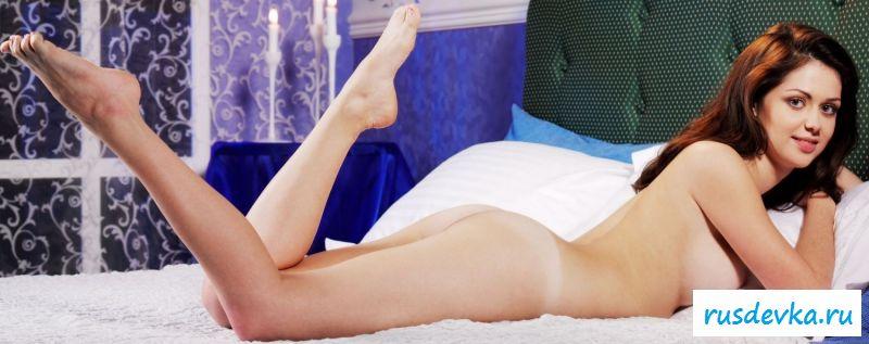Порнуха Кристины с открытыми половыми губками