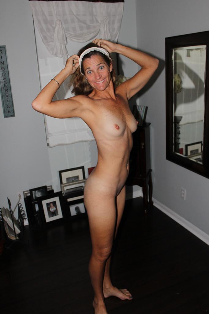 Сорокалетняя зрелка хочет мастурбировать по утрам