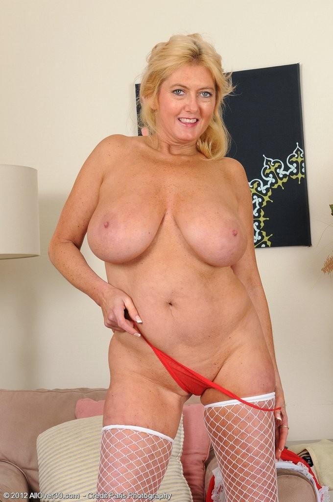 Ядреная тетка с роскошной грудью