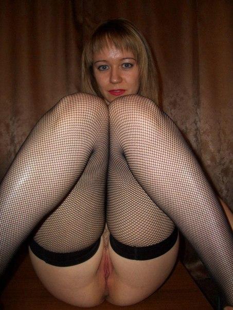 Смелые проститутки похвастали без трусиков телами на камеру
