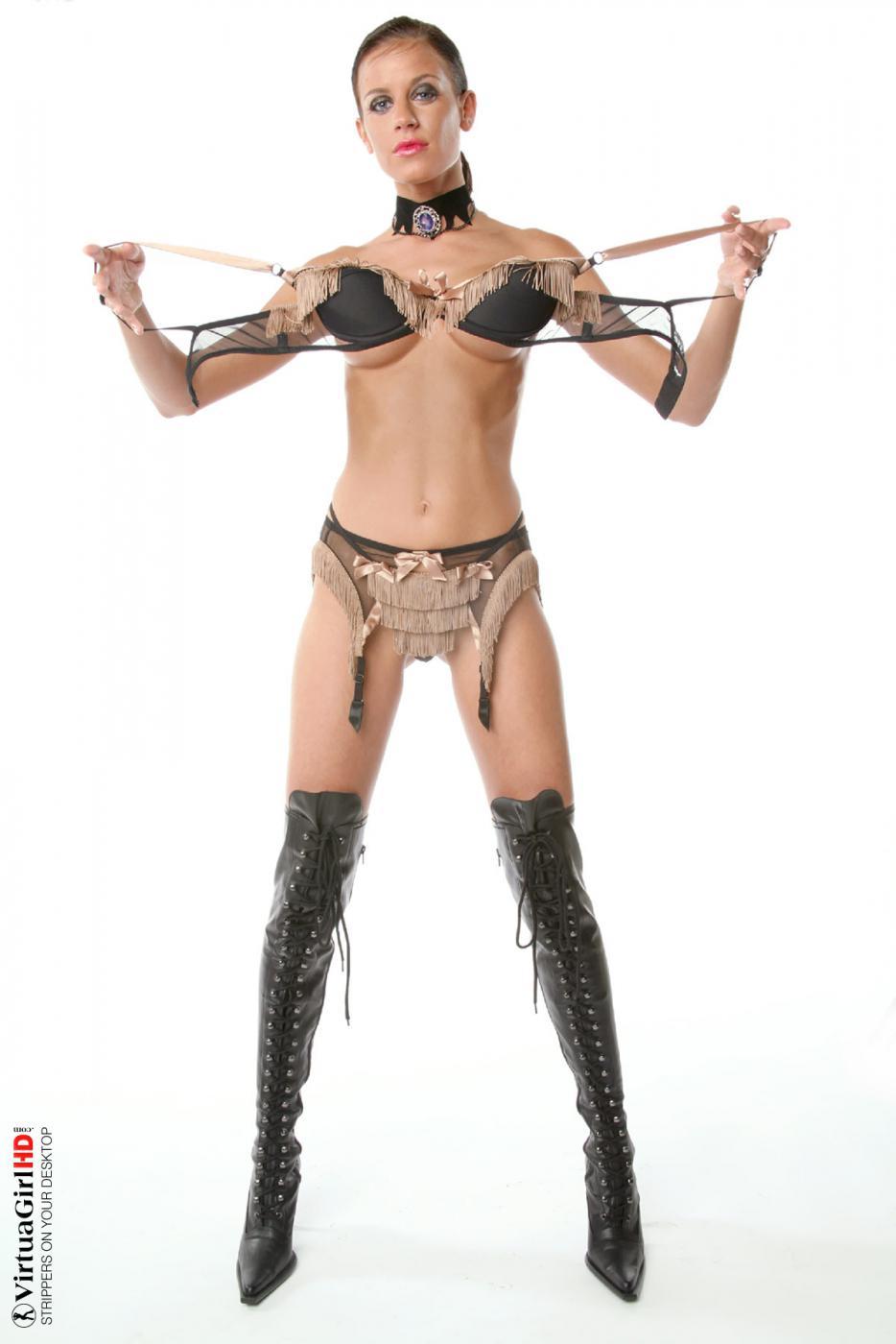 Неважно что надето на ангелочке Zoe Virtuagirl, она всегда выглядит сексуально!