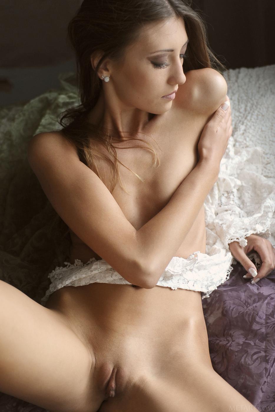 """Модель """"порнушки"""" Emilia Sky, милашка - само совершенство и она раскрывает нам секреты своего потрясающего тела"""