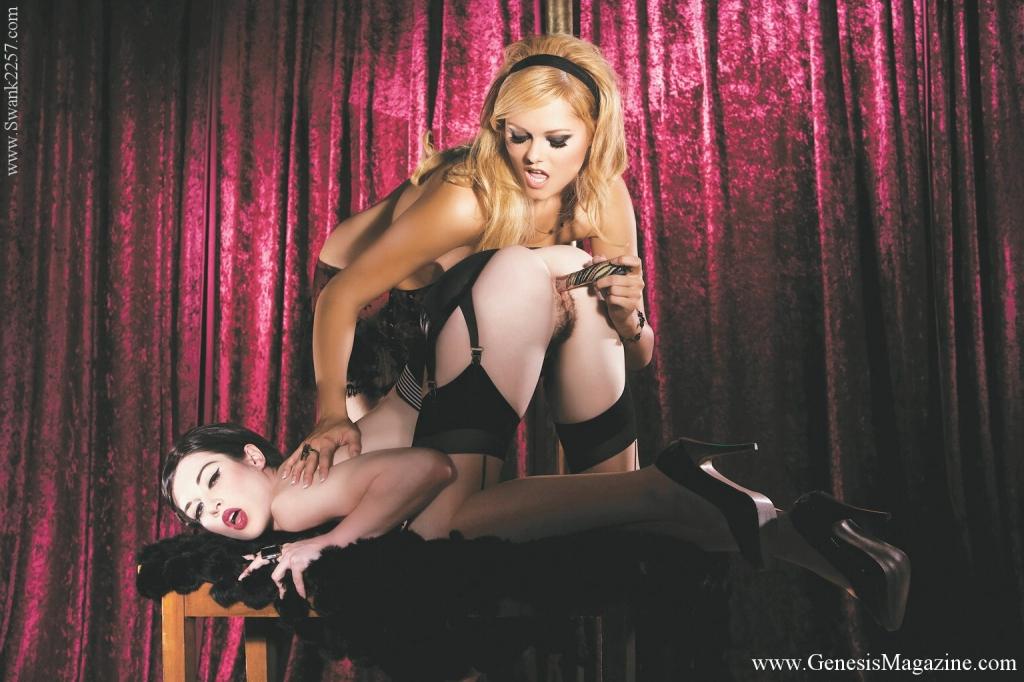 Лесбийские танцовщицы Arianna Armani и Stoya  берут в рот и порют вибратором тугую писю друг у друга