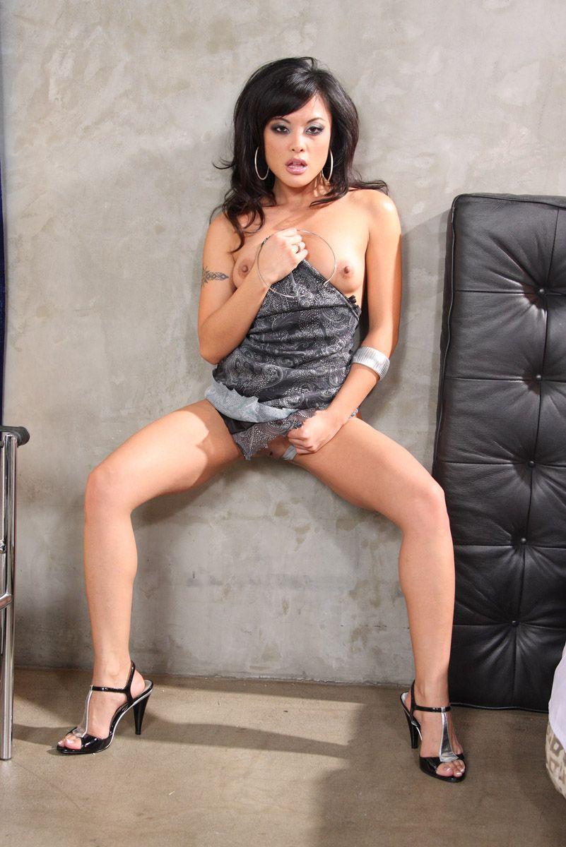 Тебе понравится игривая азиатская кошечка Kaylani Lei