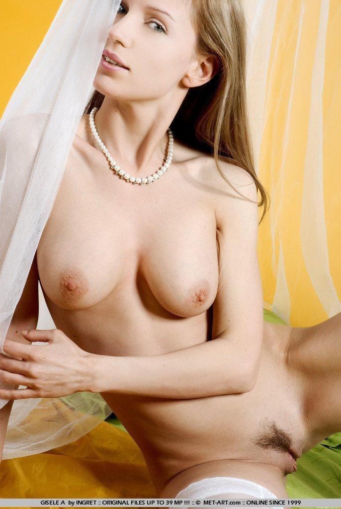 Избалованная сучка в белых гетрах Olga Barz делает селфи