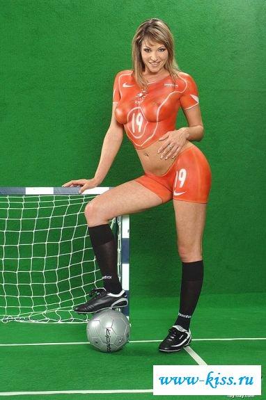 Похабная футболистка на воротах