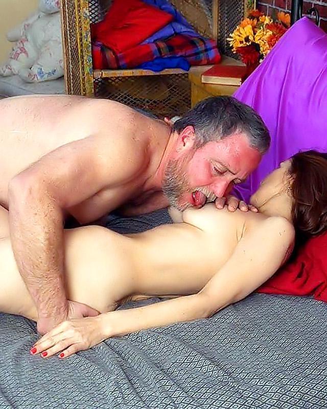 Любовники в возрасте показывают мастер класс по ебле