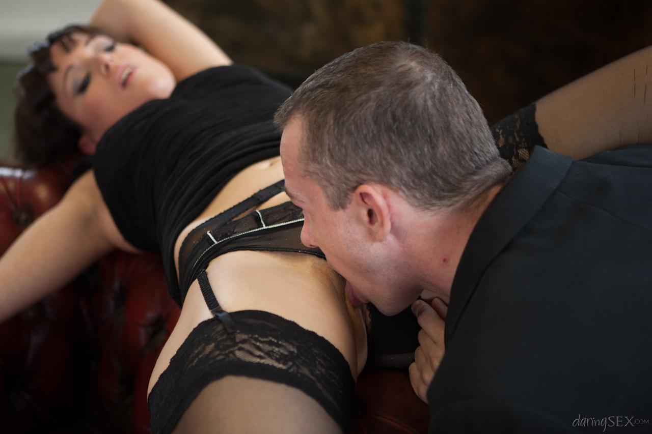 Няшка в чёрных носках Lucy Love наслаждается жестким перепихоном вместе с роскошным партнером